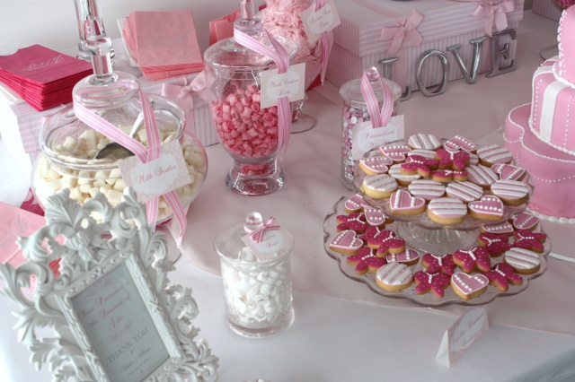 pink-white-wedding-color-palette-candy-buffet